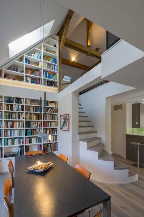 Esszimmer in der Dachgeschosswohnung:  Esszimmer von Tschander.Keller architekten