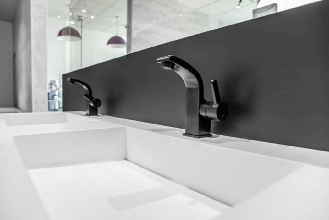 Podwójna umywalka z szafką Nowoczesna łazienka od Luxum Nowoczesny