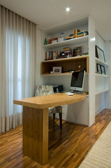 Study/office by Ana Menoita Arquitetura e Interiores, Classic