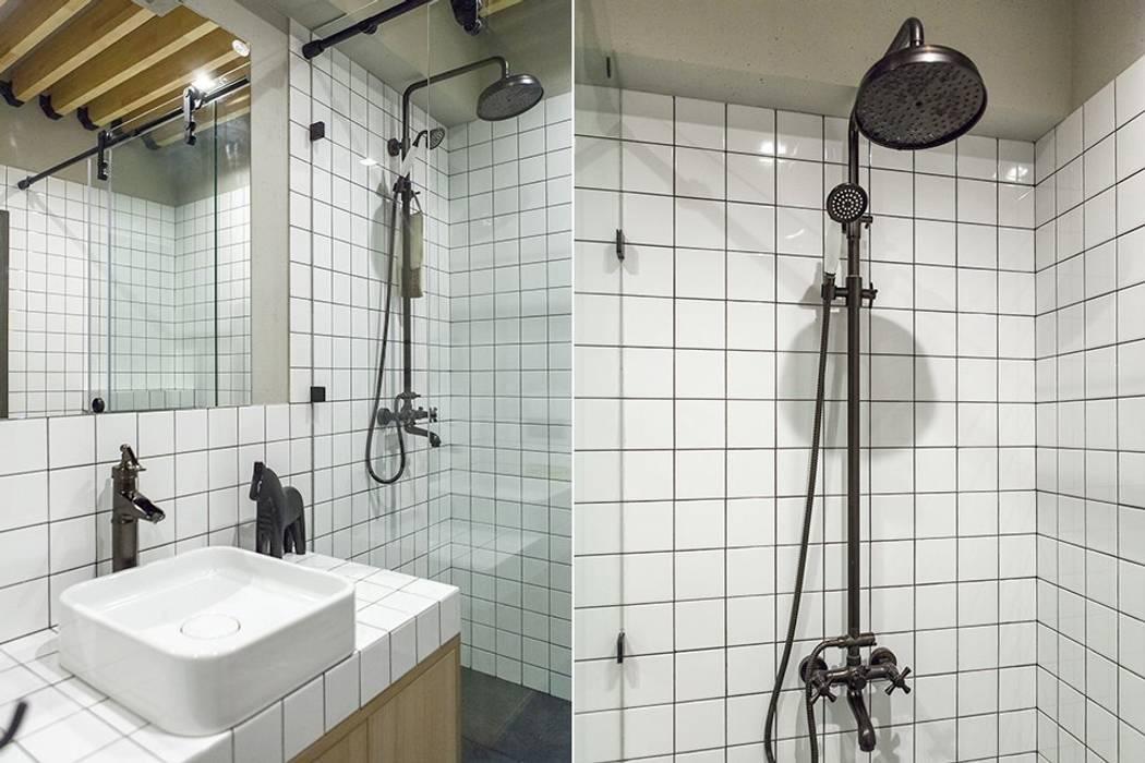 Baños de estilo  por KOPNA, Industrial