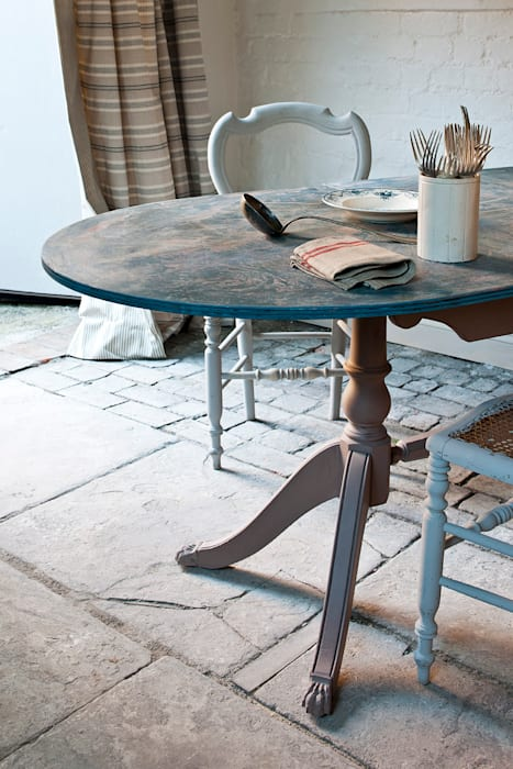 Swedish country style dining table: kitchen by annie sloan