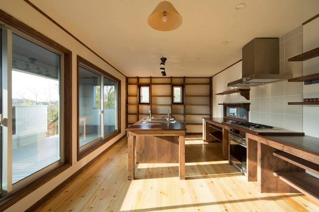 セブン・ステップス・トゥ・ヘブン: 有限会社 アーキヴィジョンが手掛けたキッチンです。