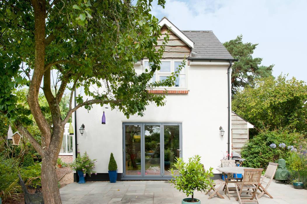 Uplifting and Refreshing a Home โดย ROCOCO โมเดิร์น