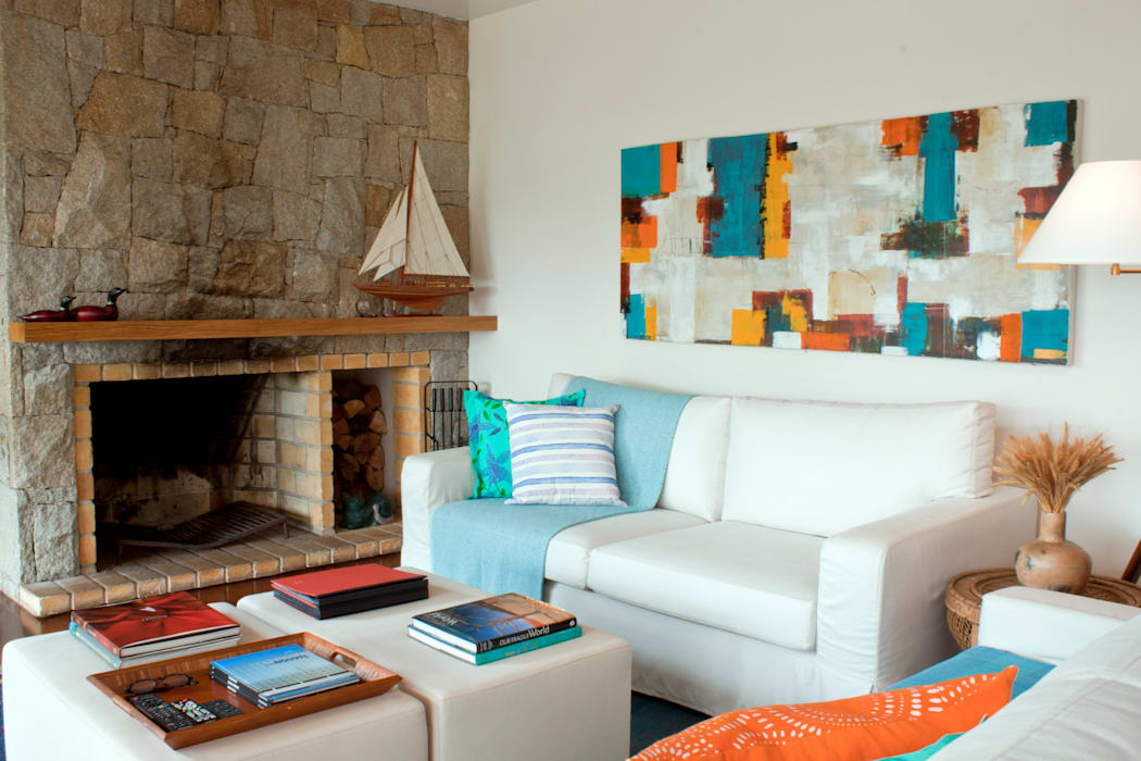 Rustic style living room by Renata Romeiro Interiores Rustic