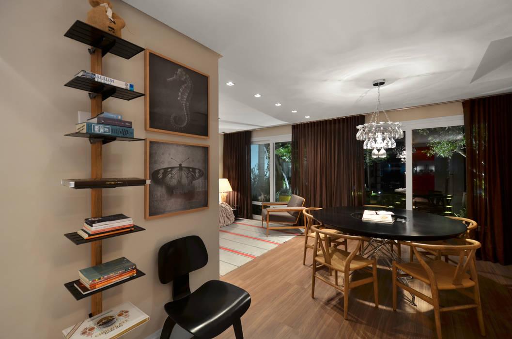 Casa da Praia Johnny Thomsen Arquitetura e Design Salas de jantar tropicais