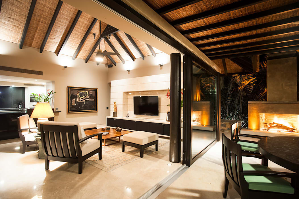 Tropical style living room by Stone Contractors Tropical