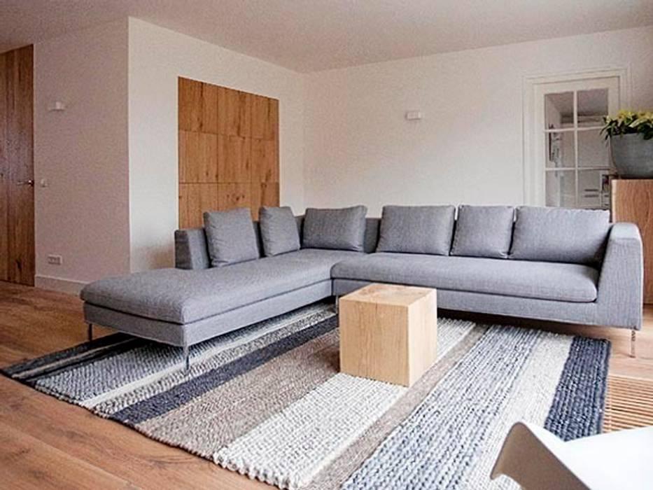 Slim maatwerk Moderne woonkamers van homify Modern