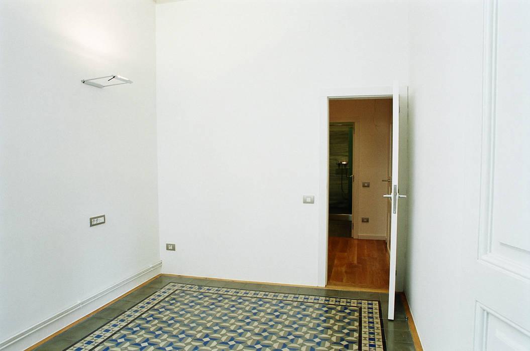 4+1 arquitectes Eclectic style bedroom