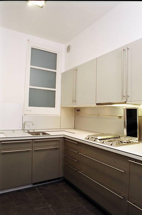 4+1 arquitectes Minimalist kitchen
