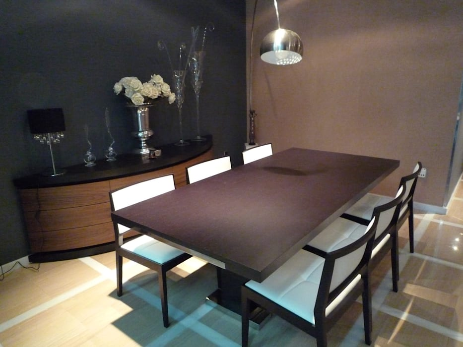 Modern dining room by Aris & Paco Camús Modern