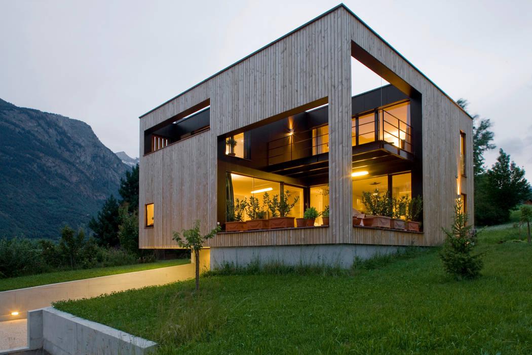Süd-Westfassade :  Häuser von dreipunkt ag,Modern