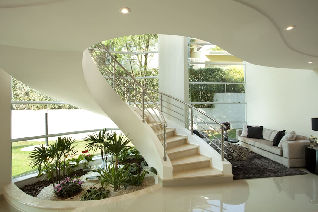 Modern Corridor, Hallway and Staircase by Arquiteto Aquiles Nícolas Kílaris Modern