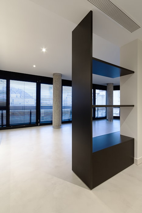 VIVIENDA RN mae arquitectura Pasillos, vestíbulos y escaleras de estilo moderno