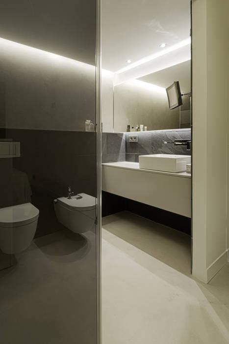 VIVIENDA RN mae arquitectura Baños de estilo moderno