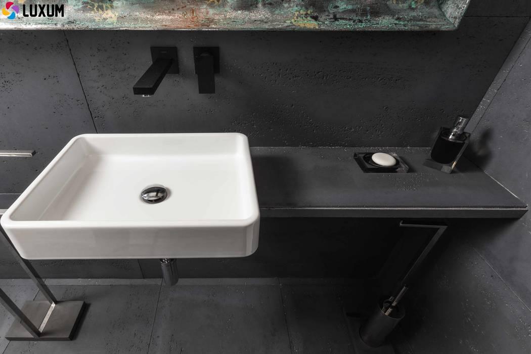 Beton architekotniczny: styl , w kategorii Łazienka zaprojektowany przez Luxum