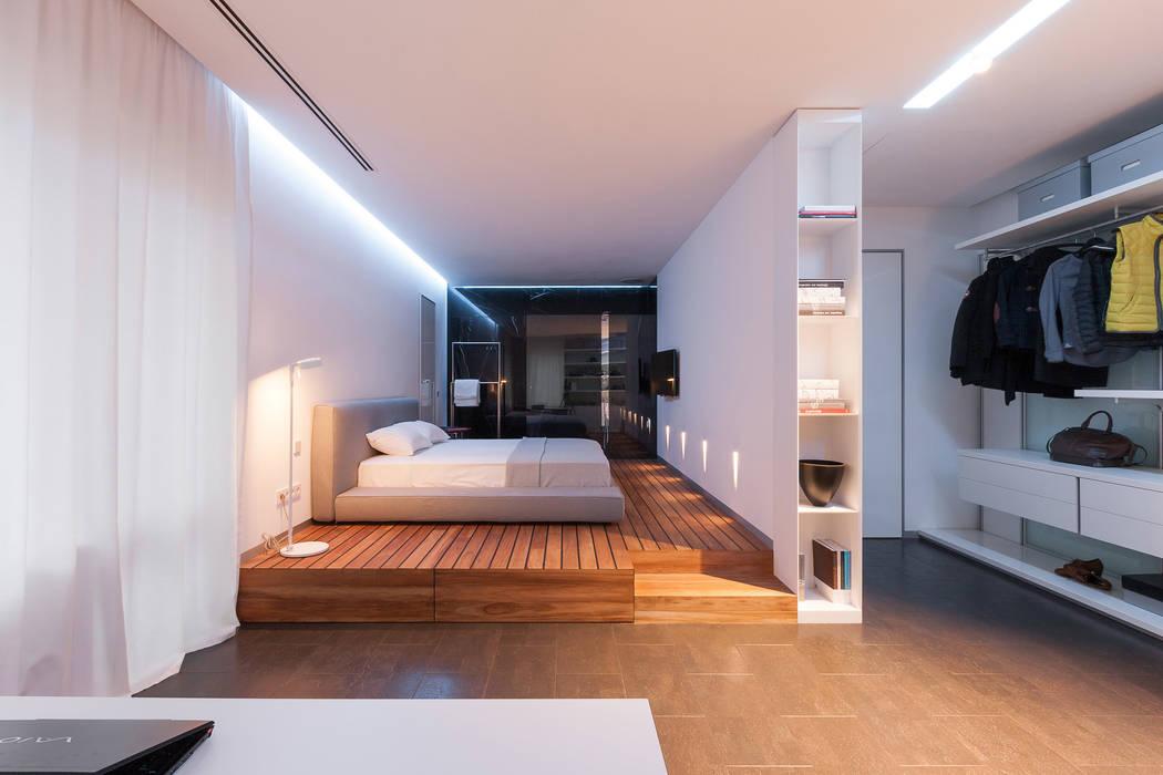 apartment V-21 ミニマルスタイルの 寝室 の VALENTIROV&PARTNERS ミニマル