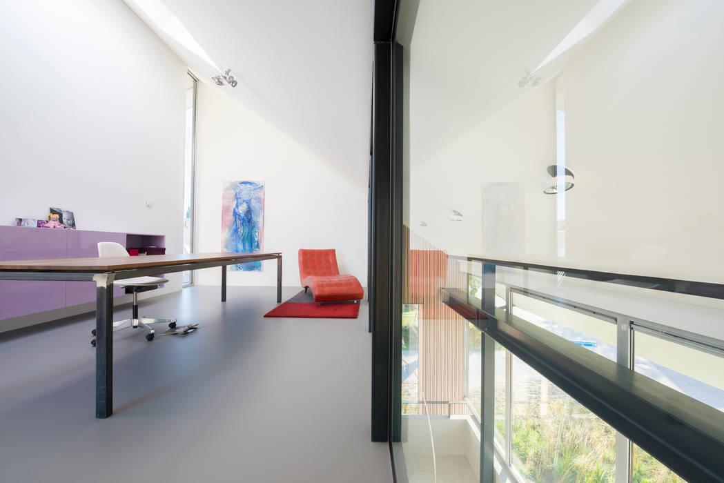 Werkkamer minimalistische studeerkamer kantoor door architect go