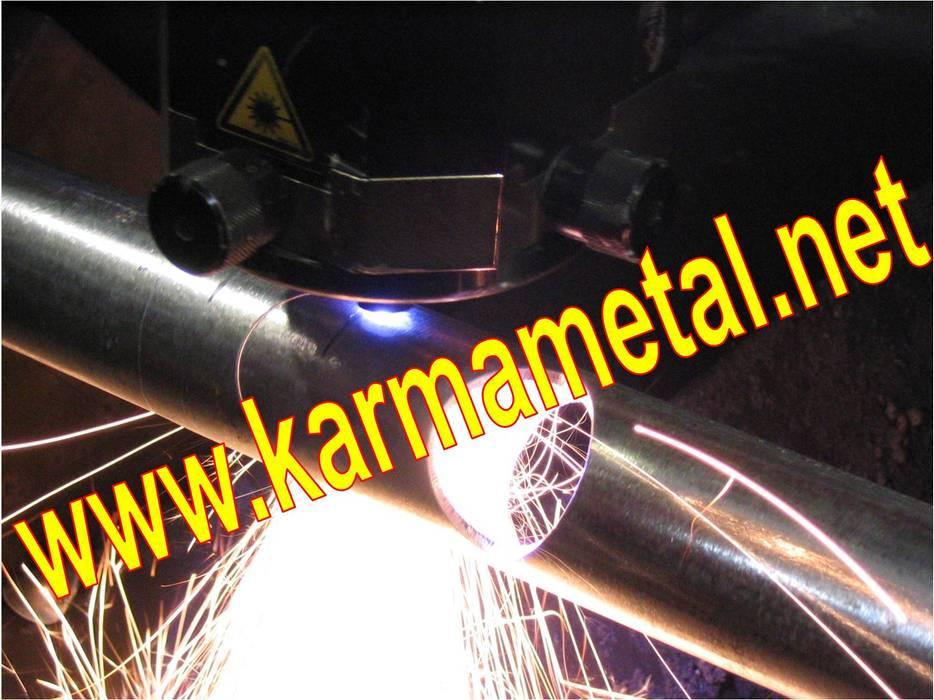 Salas multimedia de estilo industrial de KARMA METAL Industrial