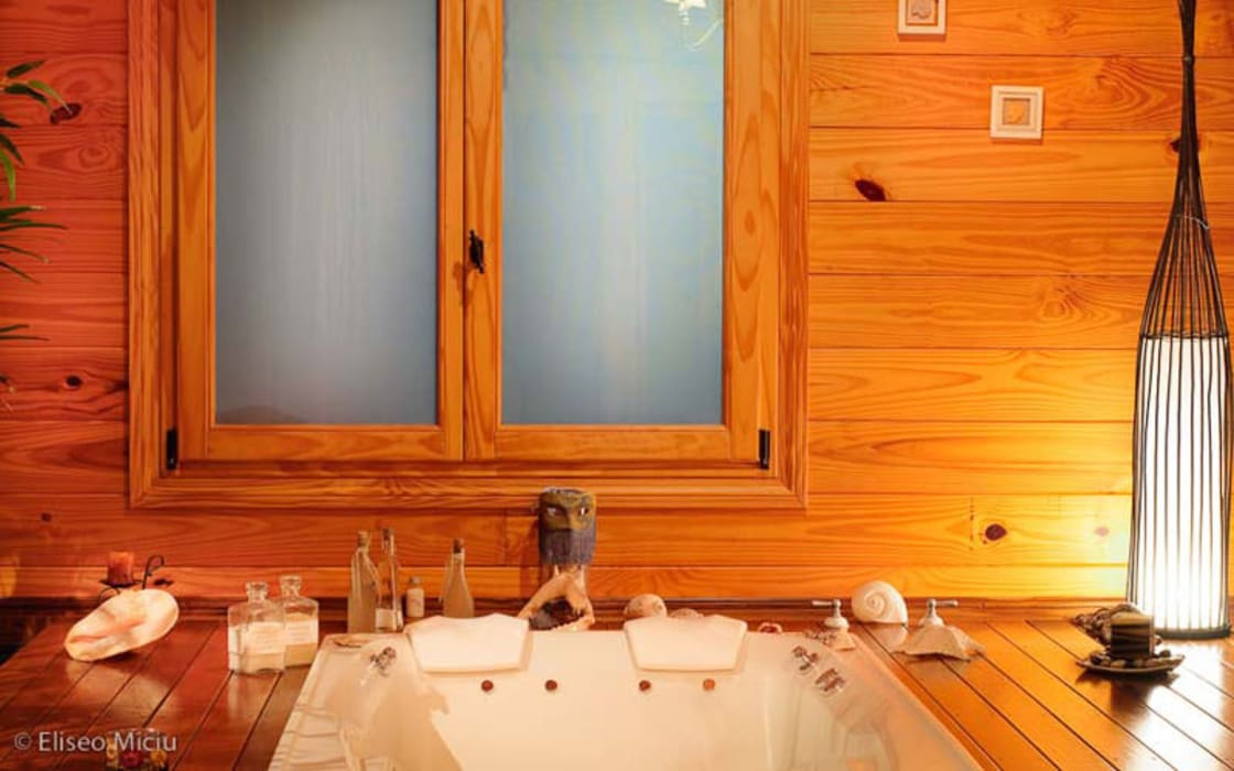 Country style bathroom by Patagonia Log Homes - Arquitectos - Neuquén Country Wood Wood effect