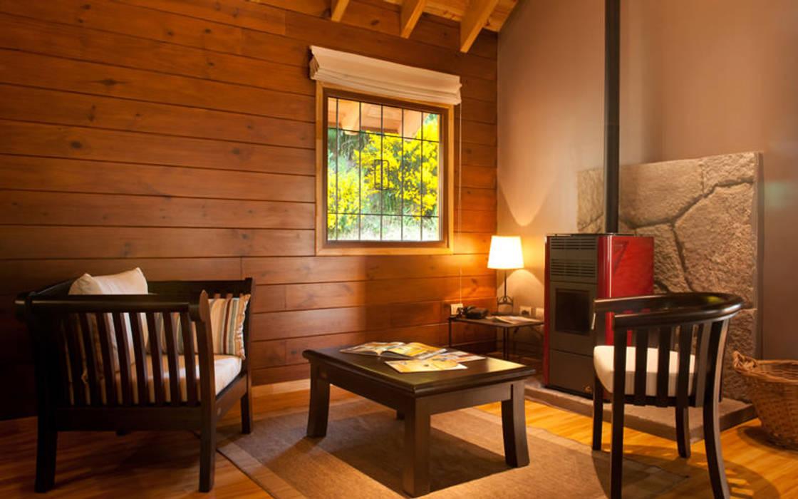 Sala da pranzo rurale di Patagonia Log Homes - Arquitectos - Neuquén Rurale Legno Effetto legno