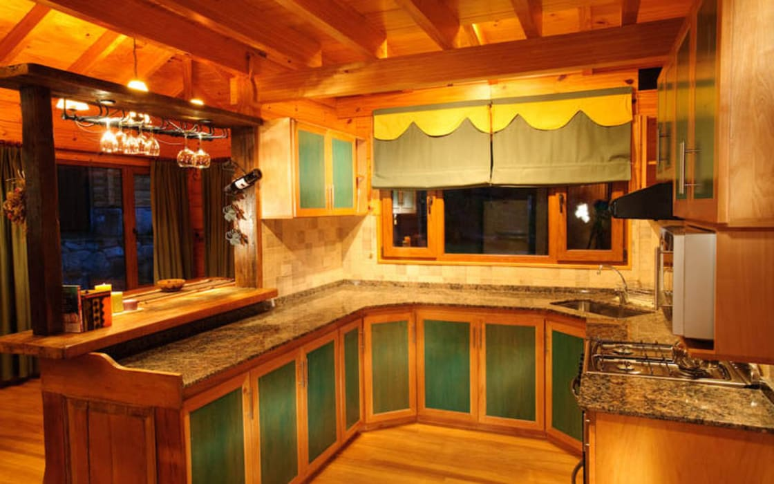 Country style kitchen by Patagonia Log Homes - Arquitectos - Neuquén Country Wood Wood effect