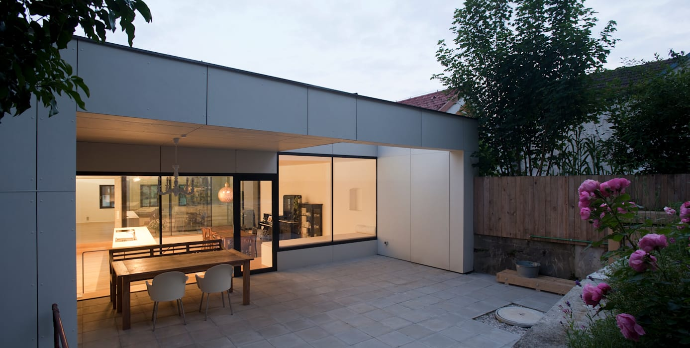 Moderne balkons, veranda's en terrassen van schröckenfuchs∞architektur Modern