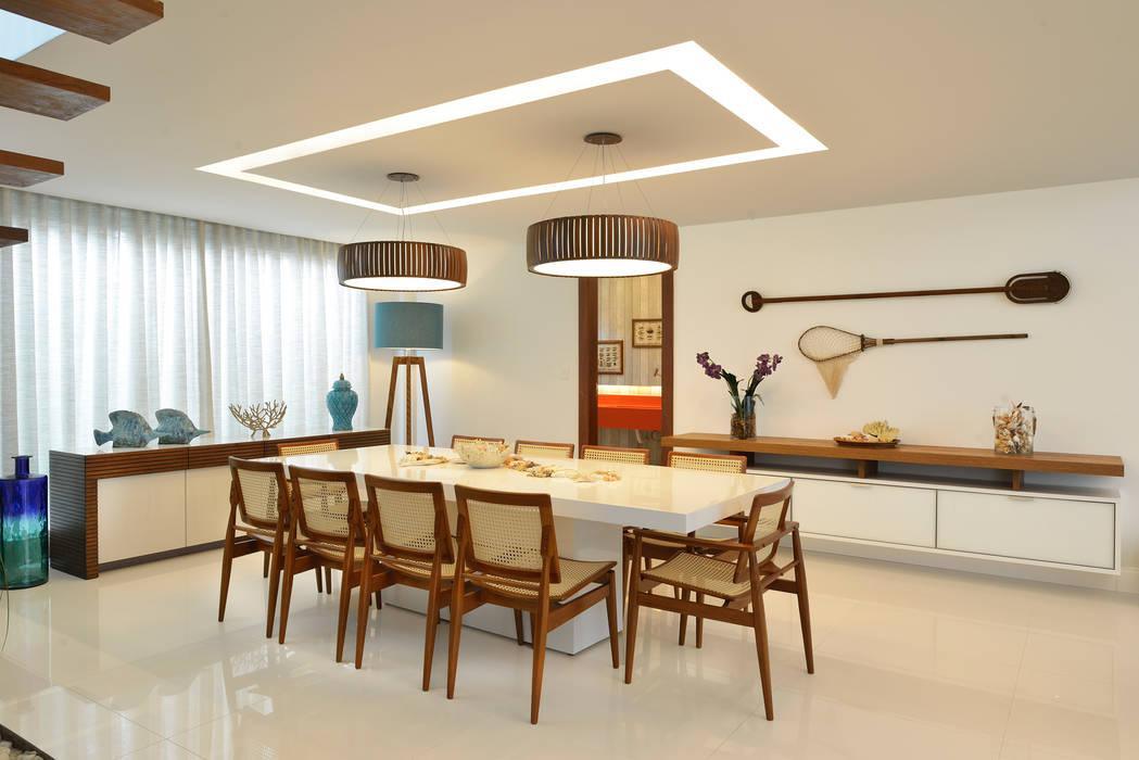 Pinheiro Martinez Arquitetura Modern dining room White