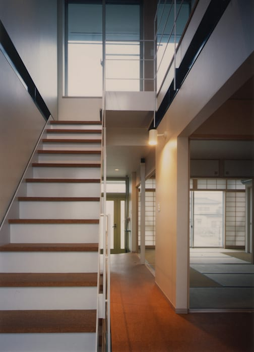 Eclectic style corridor, hallway & stairs by 原 空間工作所 HARA Urban Space Factory Eclectic Iron/Steel
