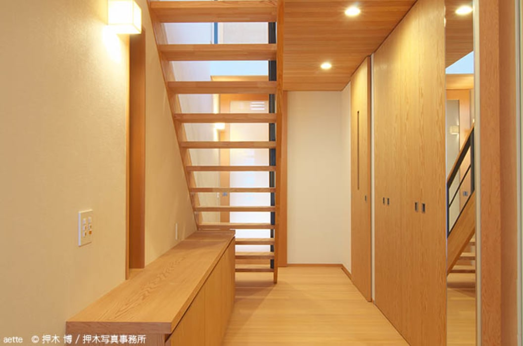 Eclectic style corridor, hallway & stairs by 竹内建築デザインスタジオ Eclectic