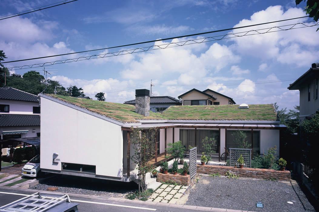 全景: 小栗建築設計室が手掛けた家です。,ラスティック 石