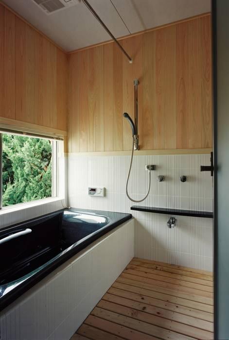 小栗建築設計室 Modern Bathroom Solid Wood Beige