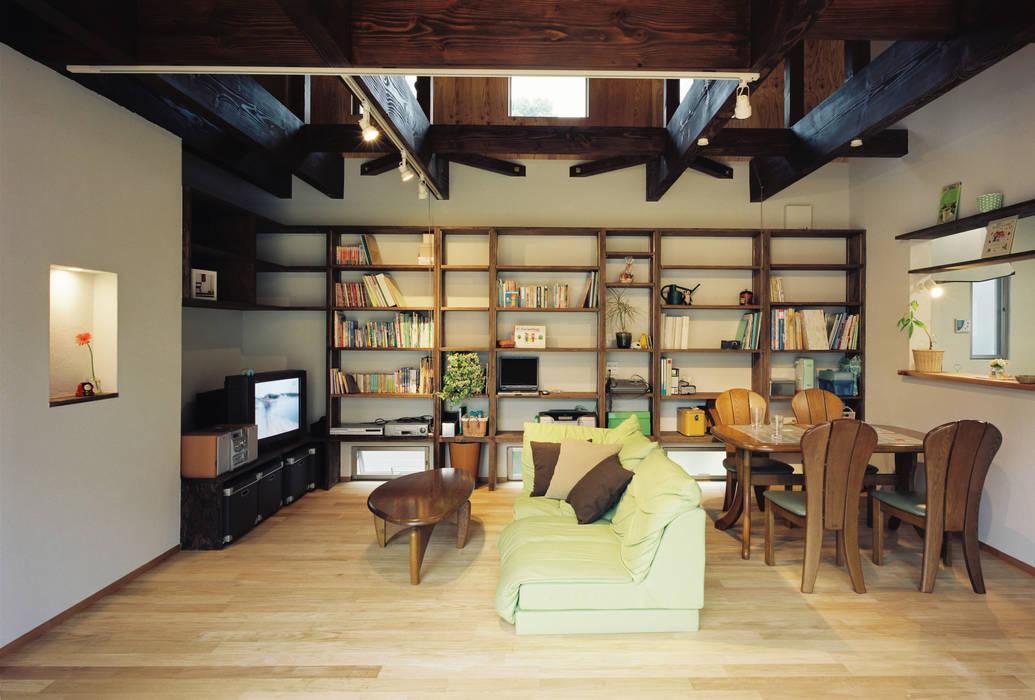 Salon de style  par 小栗建築設計室, Rural