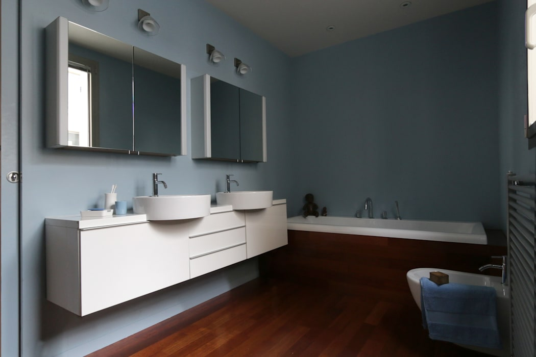 La salle de bain: Salle de bains de style  par MELANIE LALLEMAND ARCHITECTURES