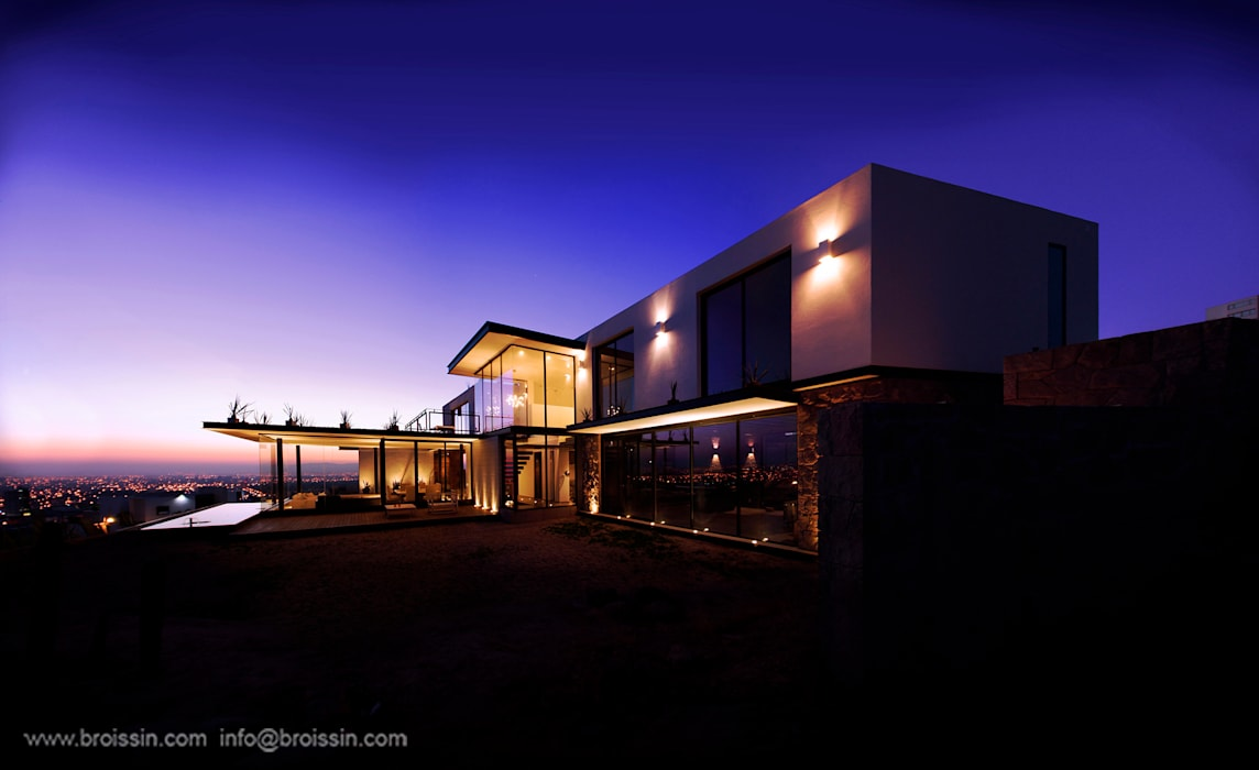 Fachada este: Casas de estilo  por BROISSIN,