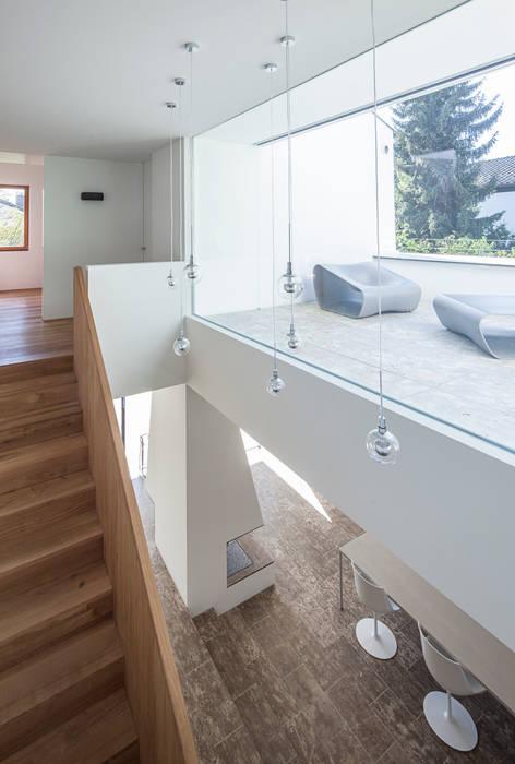 Nowoczesny balkon, taras i weranda od Unterlandstättner Architekten Nowoczesny
