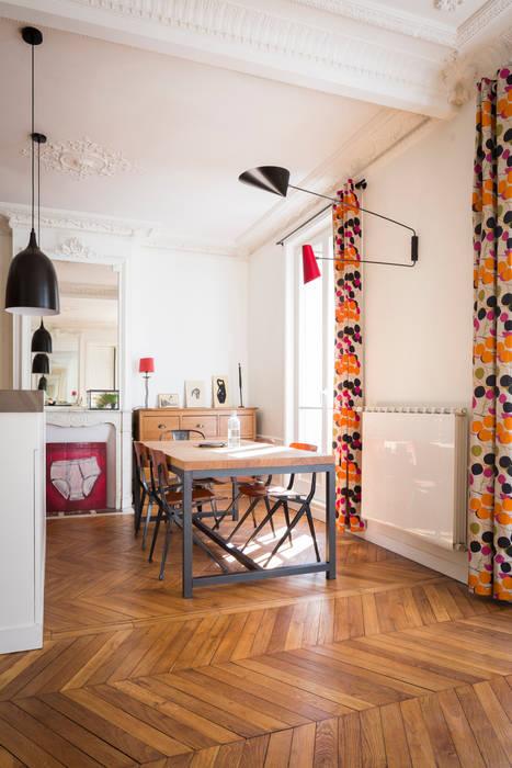 La salle à manger: Salle à manger de style de style Industriel par MELANIE LALLEMAND ARCHITECTURES