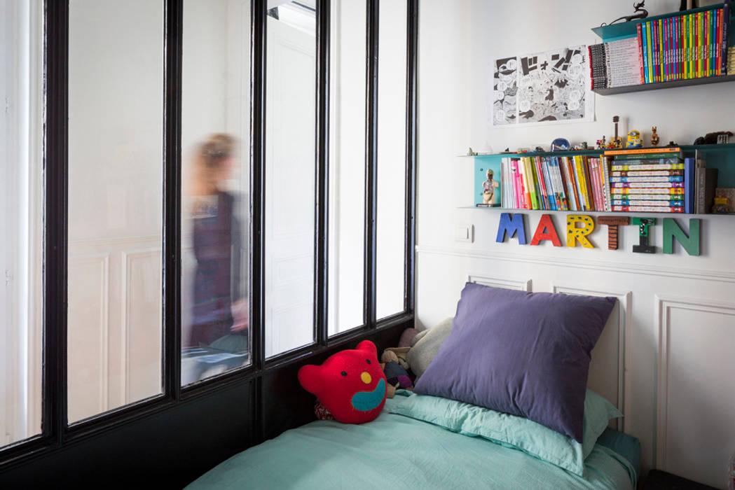 La chambre d'enfant 1: Chambre d'enfant de style  par MELANIE LALLEMAND ARCHITECTURES