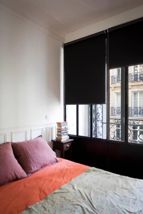 La chambre: Couloir et hall d'entrée de style  par MELANIE LALLEMAND ARCHITECTURES