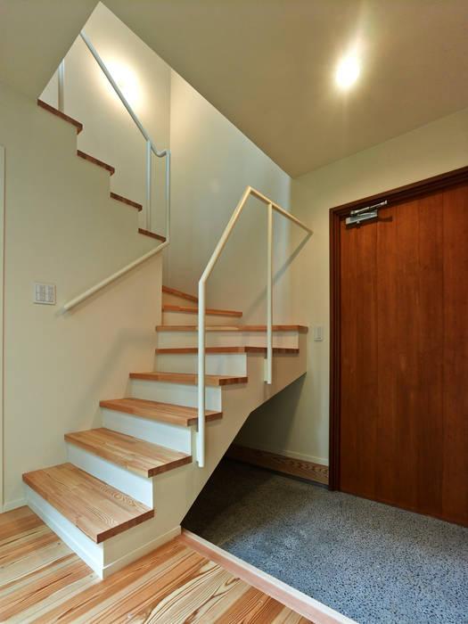 上町の家 モダンスタイルの 玄関&廊下&階段 の 鶴巻デザイン室 モダン