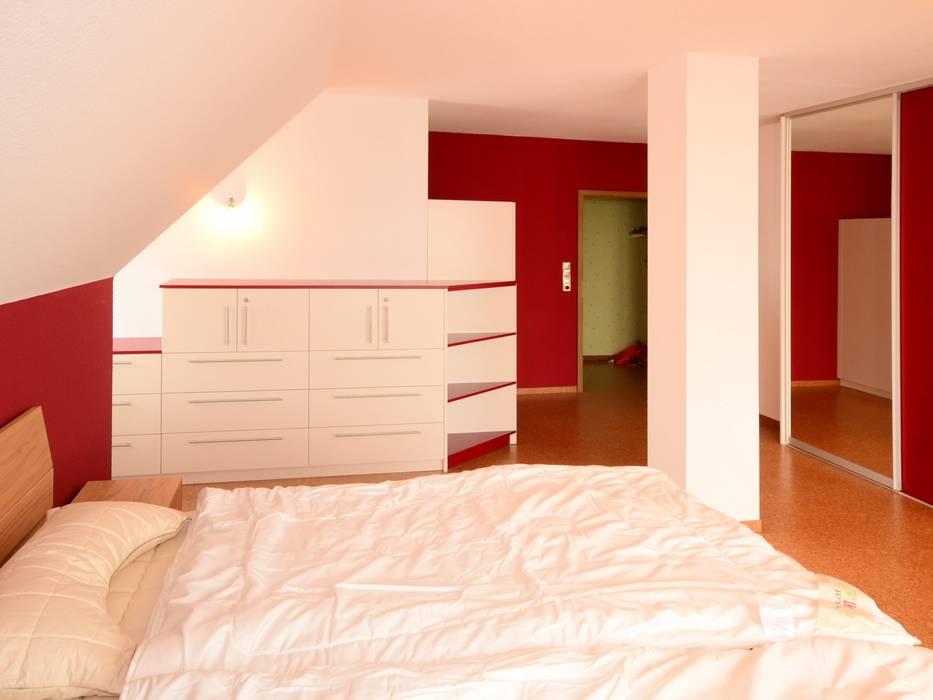 Schlafzimmer in rot – weiß: schlafzimmer von schreinerei niebler ...
