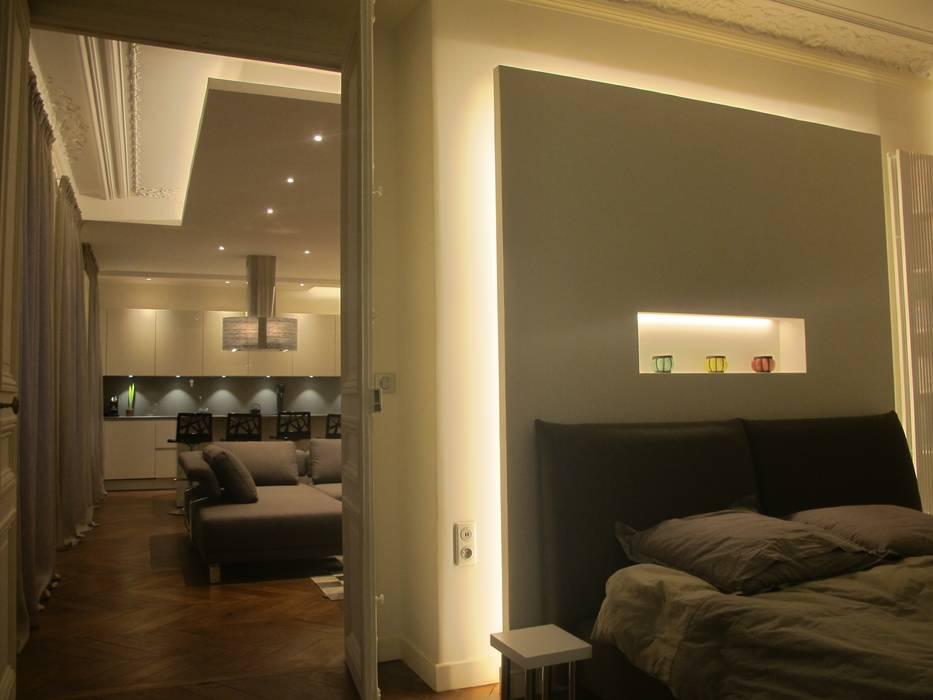 La lumière qui redessine l'espace : Chambre de style de style Moderne par QUID Architecture