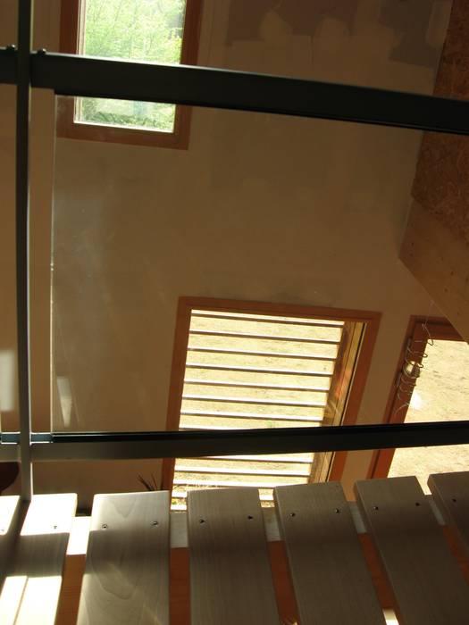 Lumière tamisée et transparences: Couloir et hall d'entrée de style  par Catherine DANIEL Architecte
