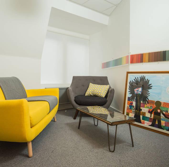 The Box : Bureaux de style  par lara stancich interior design