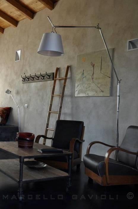 Pavimento Grafite: Soggiorno in stile in stile Mediterraneo di Marcello Gavioli