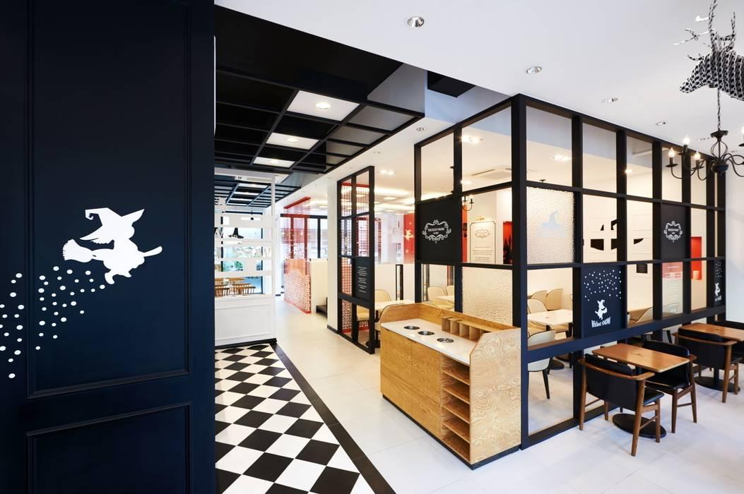 동선분리를 위한 유리파티션: Design m4의  상업 공간