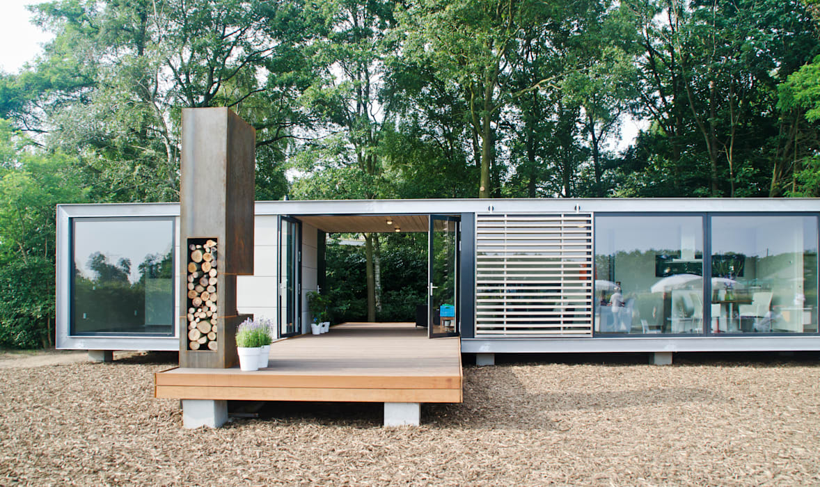 Panorama Prefab recreatiebungalow met guesthouse:  Huizen door Dingemans Architectuur