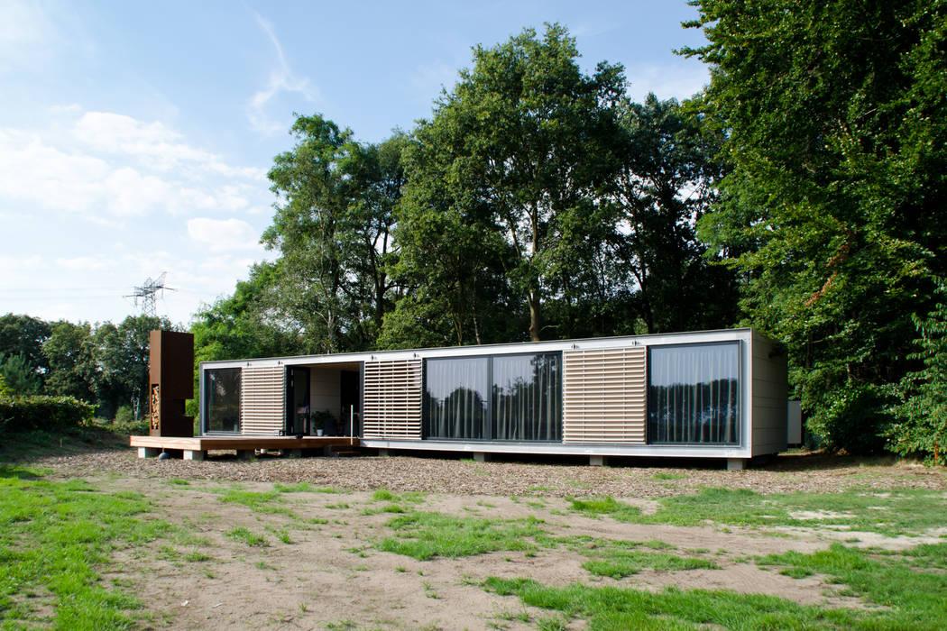 Panorama Prefab recreatiebungalow met guesthouse Moderne huizen van Dingemans Architectuur Modern