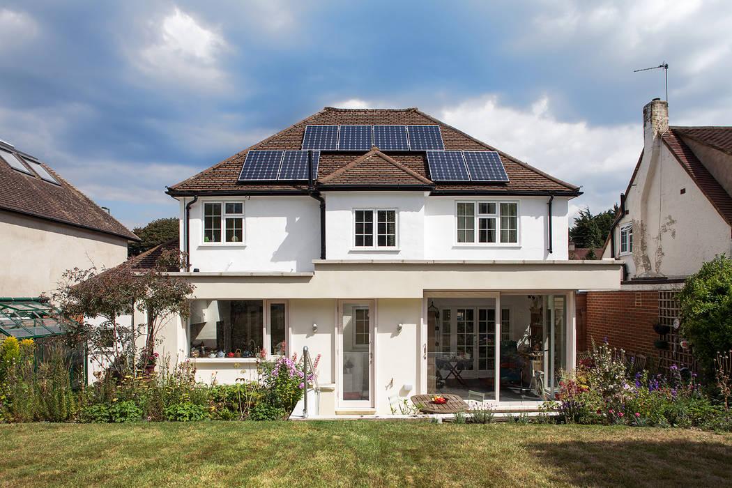 Private House in Epsom, Surrey Francesco Pierazzi Architects 現代房屋設計點子、靈感 & 圖片 White