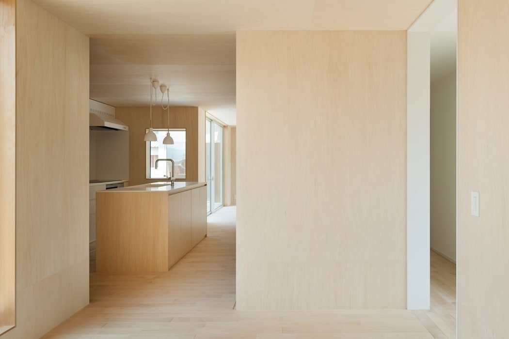 3つの屋根 / Triple Roof モダンな キッチン の 市原忍建築設計事務所 / Shinobu Ichihara Architects モダン