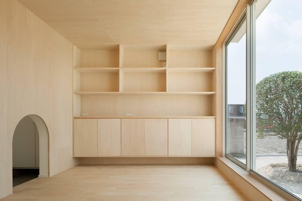 3つの屋根 / Triple Roof モダンデザインの ダイニング の 市原忍建築設計事務所 / Shinobu Ichihara Architects モダン